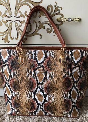 Змеиная большая сумочка сумка с короткими ручками guess