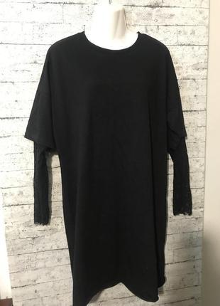 Стильное трикотажное платье с кружевными рукавами