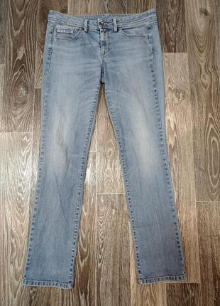 Стильные, прямые женские джинсы