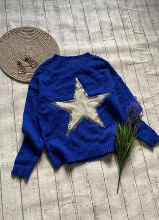 Свитер с трендовом синем цвете