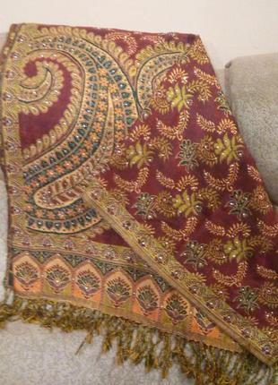 Розкішна шаль в турецькому стилі
