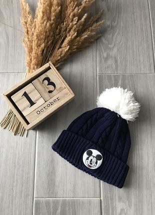 Синя шапка з помпоном
