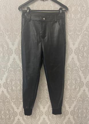 Утеплённые брюки скини из кожзама