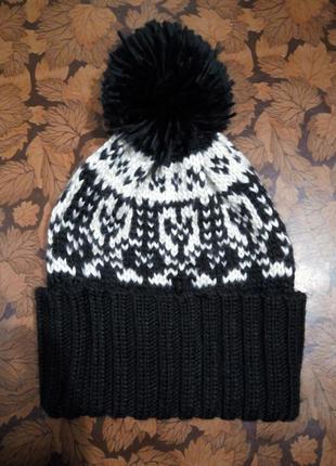 Классная шапка с большим бубоном