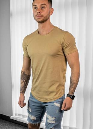Мужская бежевая футболка удлиненная