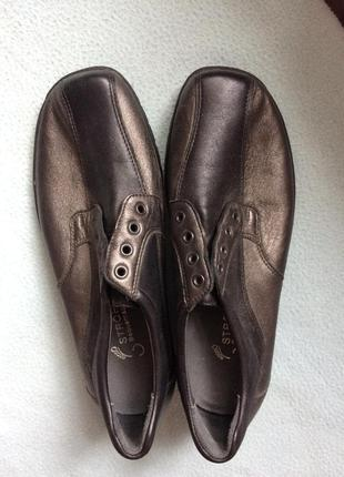 Нове німецьке шкіряне взуття, туфлі