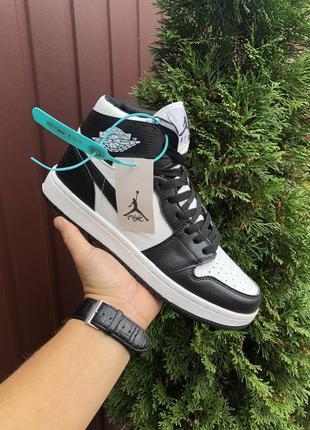 Чоловічі кросівки nike air jordan 1 чорно- білі