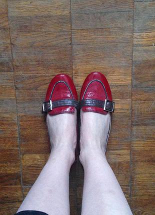 Туфли осенние лаковые, бордо