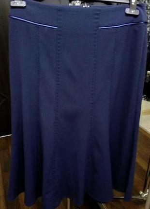 Синяя юбка с отделкой ручной работы модели годе