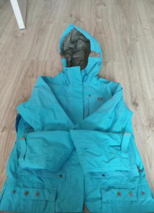 Куртка цупкий плащ підійде і на лижі