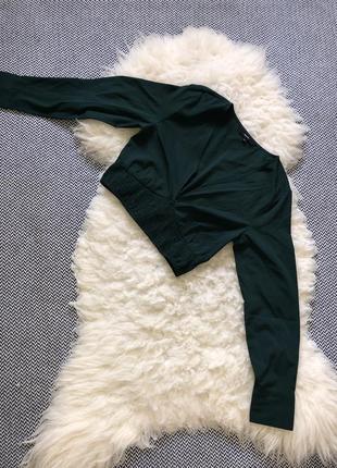 Изумрудная кофта блуза укорочённая зелёная вырез