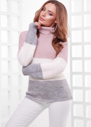 Вязаный женский свитер под горло.