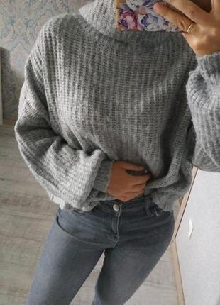 Актуальный мягкий свитер оверсайз под горло
