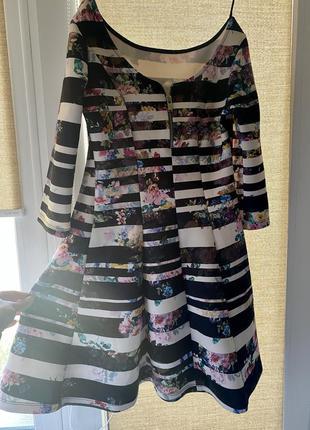 Платье в красивый принт