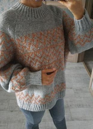 Стильный приятный красивый свитер с шерстью