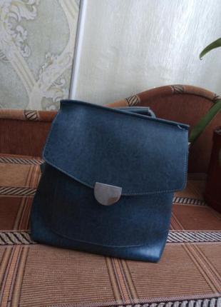 Красивая изумрудная сумка-рюкзак