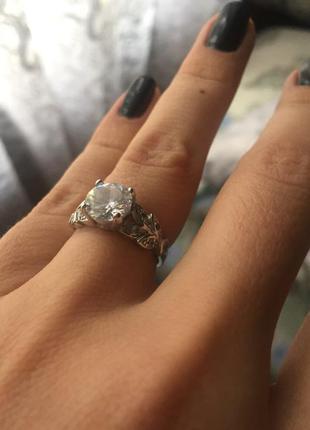 Шикарное кольцо радированное покрытие камни цирконий 150грн