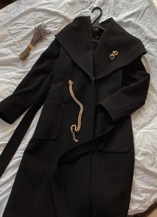 Зимнее черное утеплённое пальто халат