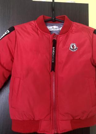 Детская курточка красного цвета