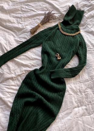 Зелёное тёплое платье миди под горло