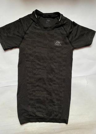 Decathlon компресионная спортивная зональна туристическая футболка