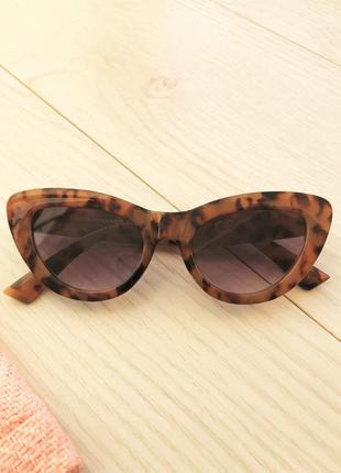 Женские солнцезащитные очки stradivarius