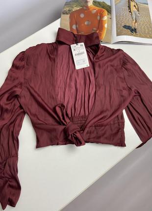 Блуза с жаткой и открытой спиной zara