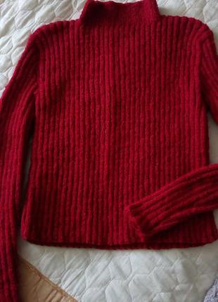 Костюм свитер и юбка трикотажный из шерсти и мохера, алого цвета