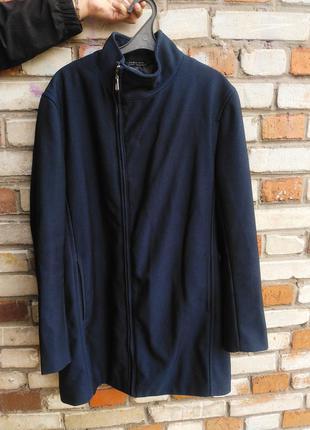 Пальто чоловіче  в ідеальному стані  zara men  розмір хл колір темно синій (засвічує камера ) пог 57, довжина 87, рукав від плеча  66, плечі  47/48