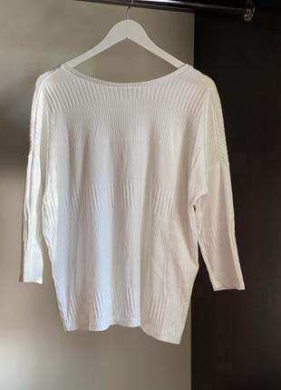 Белый свитер с переплётом на спине, размер м-l