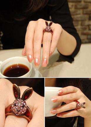 Кольцо в винтажном стиле с кроликом патиной стразами и ювелирной глазурью