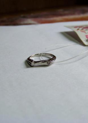 В подарок детское серебристое кольцо рыбка с кристаллом 14.5 мм диаметр