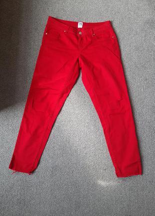 Красные укороченные штаны
