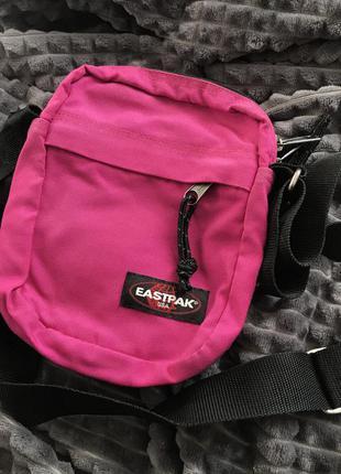 Розовая сумка через плечо кроссбрди мессенджер eastpack