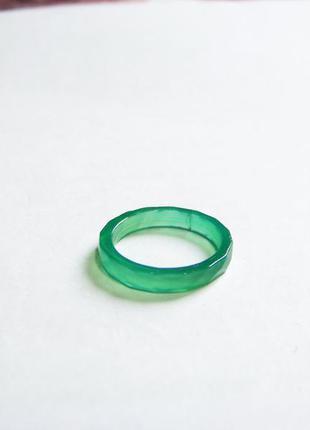 В подарок мятное граненое полупрозрачное кольцо диаметр 17мм