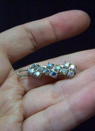 В подарок заколка с радужными кристаллами хрусталя