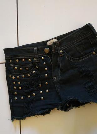 Шорты джинс потертости заклепки дырки