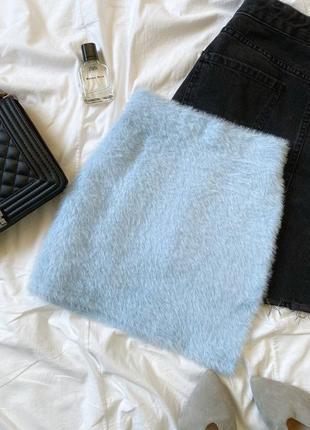 Голубая плюшевая юбка бренда bershka