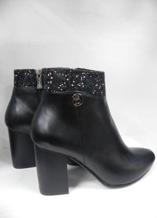 Стильные и нарядные ботинки кожа 38 разм