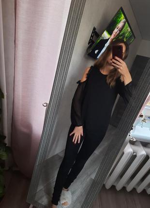 Черная блуза с длинными рукавами