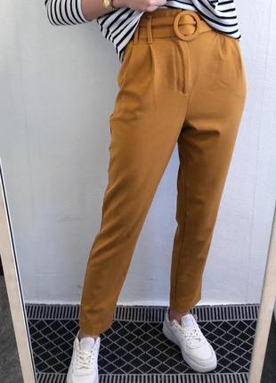 Стильные горчичные брюки с очень высокой посадкой и поясом