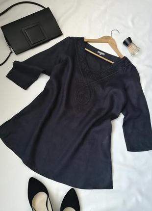 Вишукана блузка натуральна лляна темно синя з елементами вишивки