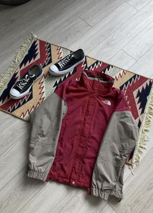 Отличная куртка от the north face