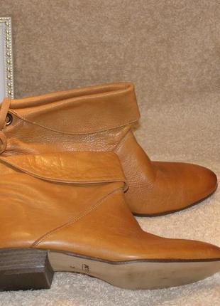 Кожаные, демисезонные ботинки.
