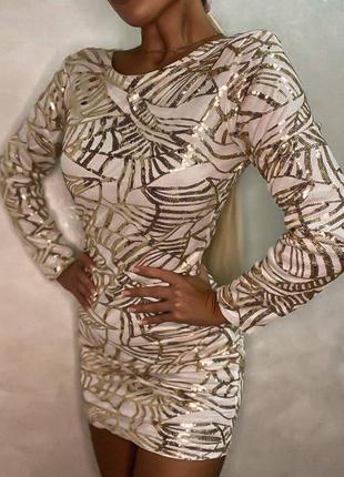 Невероятно красивое  платье, расшитое мелкой пайеткой