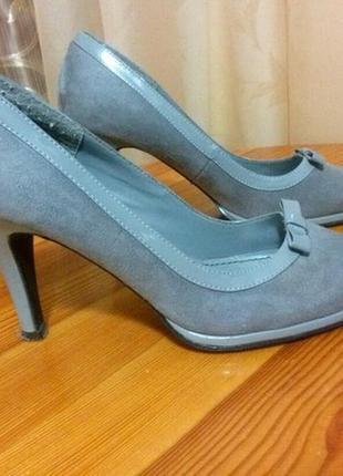 Серые туфли
