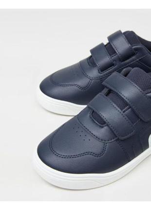 Кросівки італія