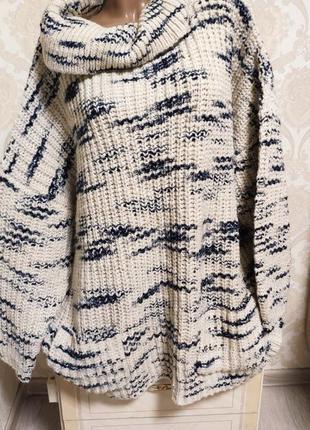 Невероятно красивый теплющий свитер,очень мягкий, оверсайз