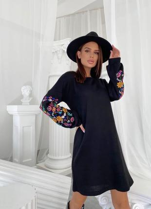Платье из ангоры с вышивкой