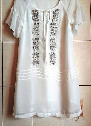 Kрасивейшее белое шифоновое платье с инкрустацией камнями